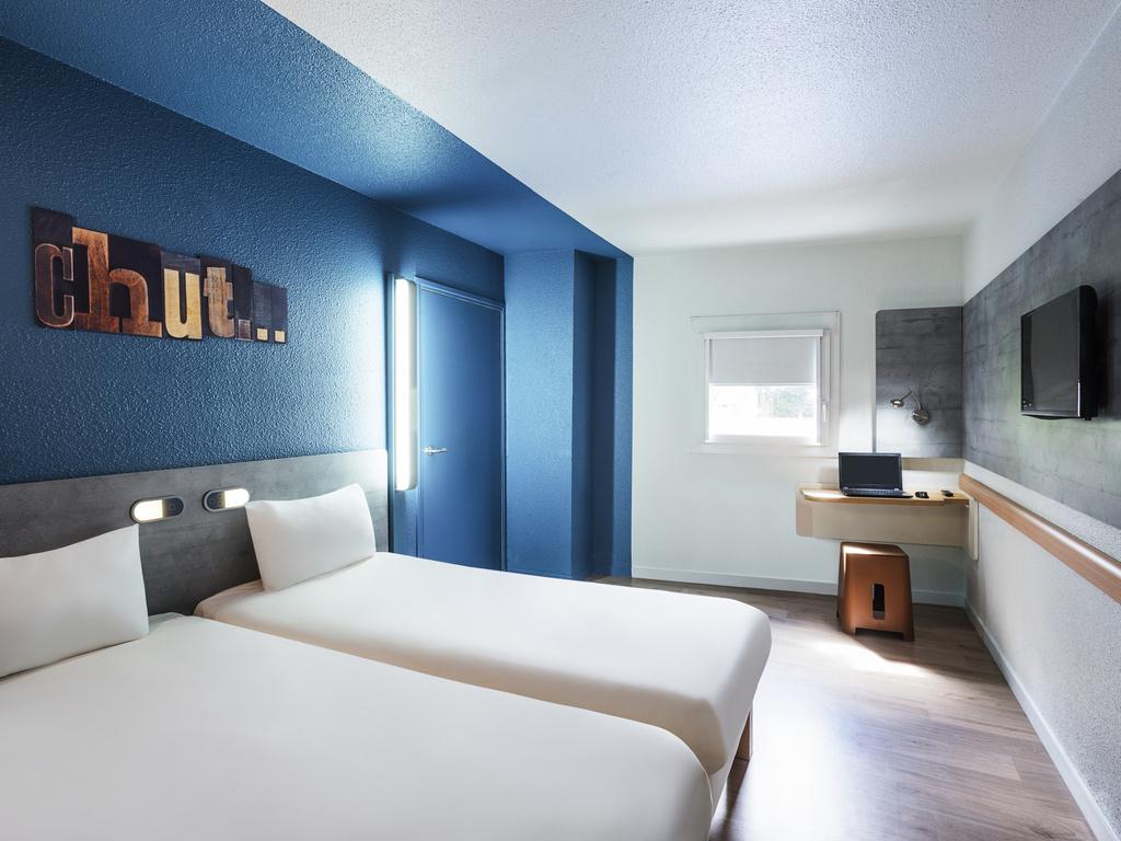 Hotel barato le petit quevilly ibis budget rouen petit for Hotel design rouen