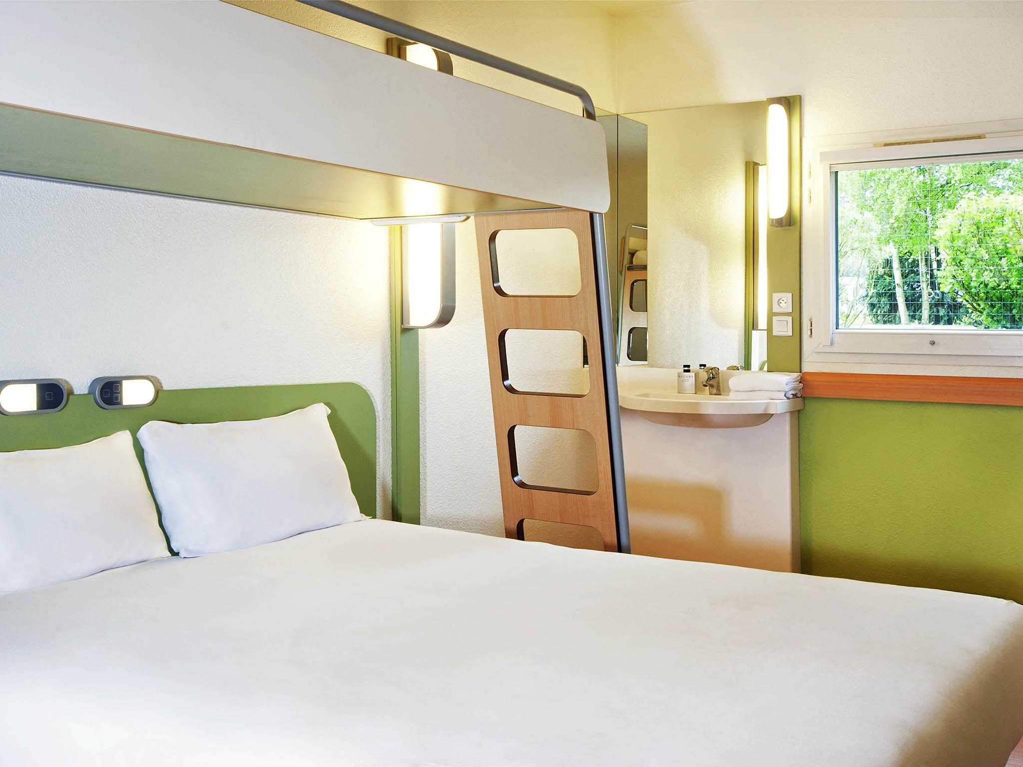 Hotel in honfleur ibis budget honfleur centre ville for Chambre communicante