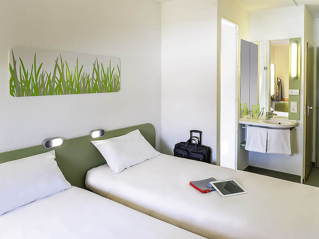 TWIN   Room With Twin Beds For Up To 2 People.