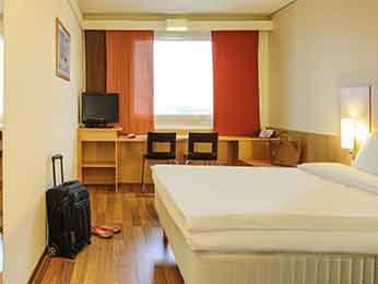 Chambres de l 39 hotel ibis vienne messe chambre for Chambre communicante hotel