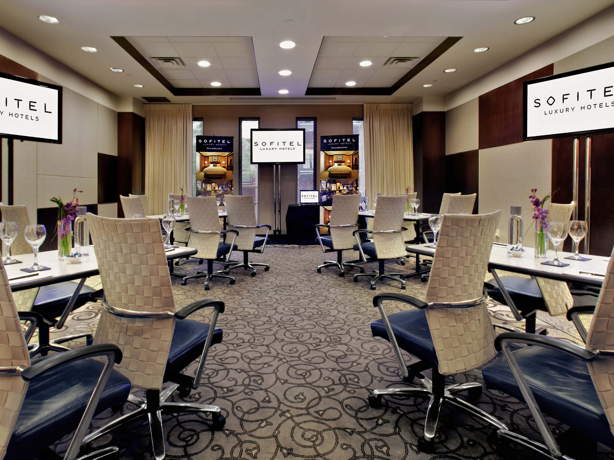 Hotel In Philadelphia Sofitel Philadelphia - 8 awesome extras in luxury hotel rooms