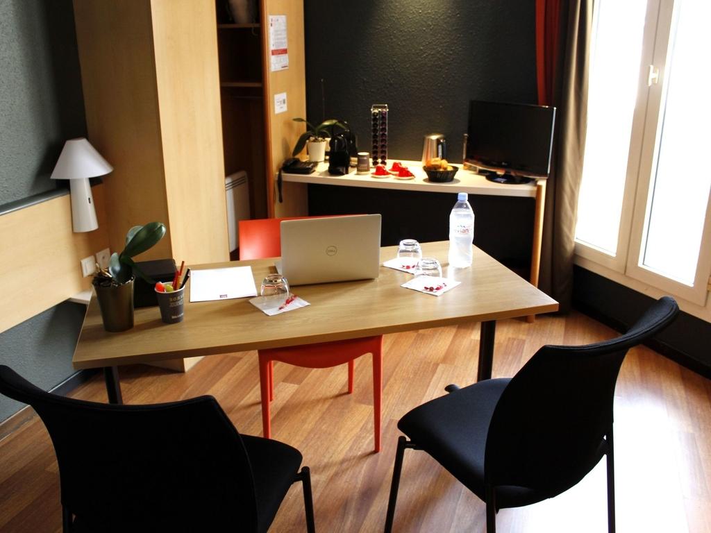 hotel pas cher rodez ibis rodez centre. Black Bedroom Furniture Sets. Home Design Ideas