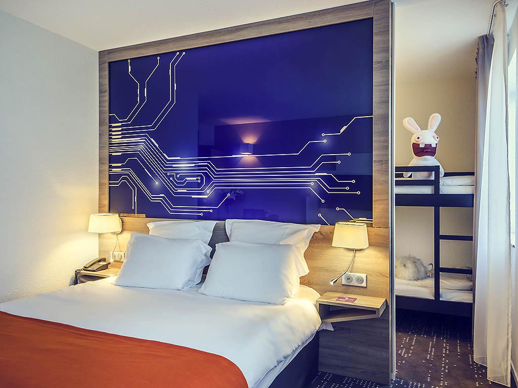 Classic Zimmer Mit 1 Doppelbett, 1 Einzelbett Und 1 Etagenbett, Ideal Für  Familien