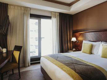 Book a room in a character hotel in rabat le diwan rabat for Double bed diwan