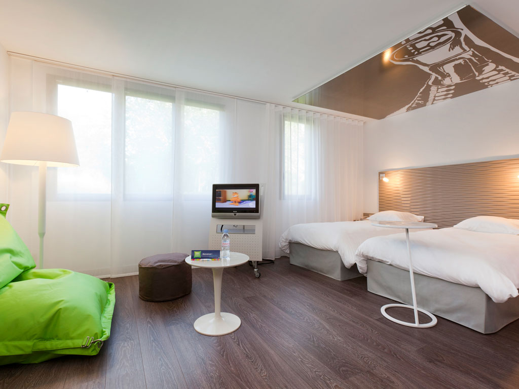 hotel pas cher lesquin ibis styles lille a roport. Black Bedroom Furniture Sets. Home Design Ideas