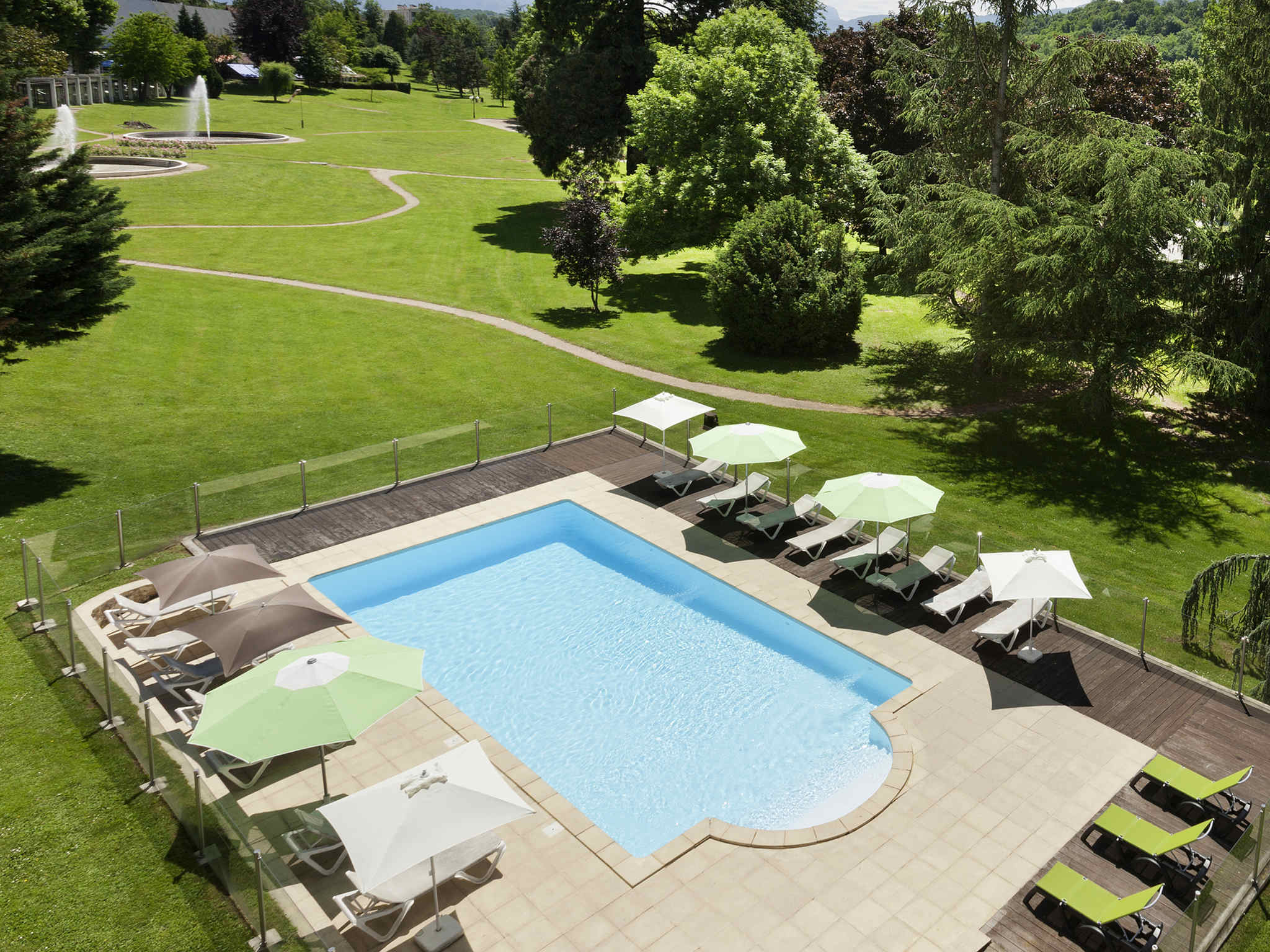 Hotel in aix les bains ibis styles aix les bains domaine for Design hotels in france