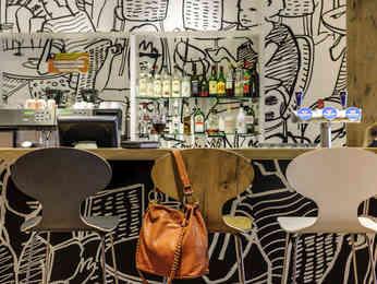 Cheap hotel baar ibis baar zug for Room design zug