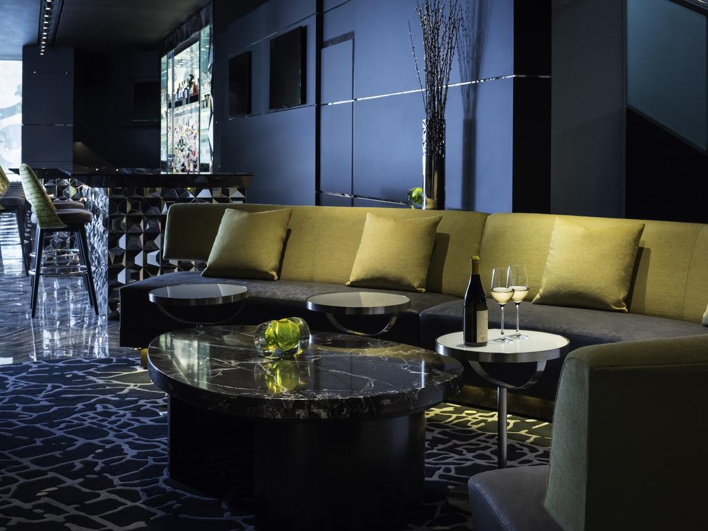 Luxury hotel chicago sofitel chicago magnificent mile for Luxury hotels in chicago magnificent mile