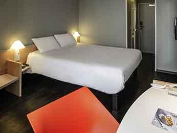 hotel pas cher granville ibis granville port de plaisance. Black Bedroom Furniture Sets. Home Design Ideas