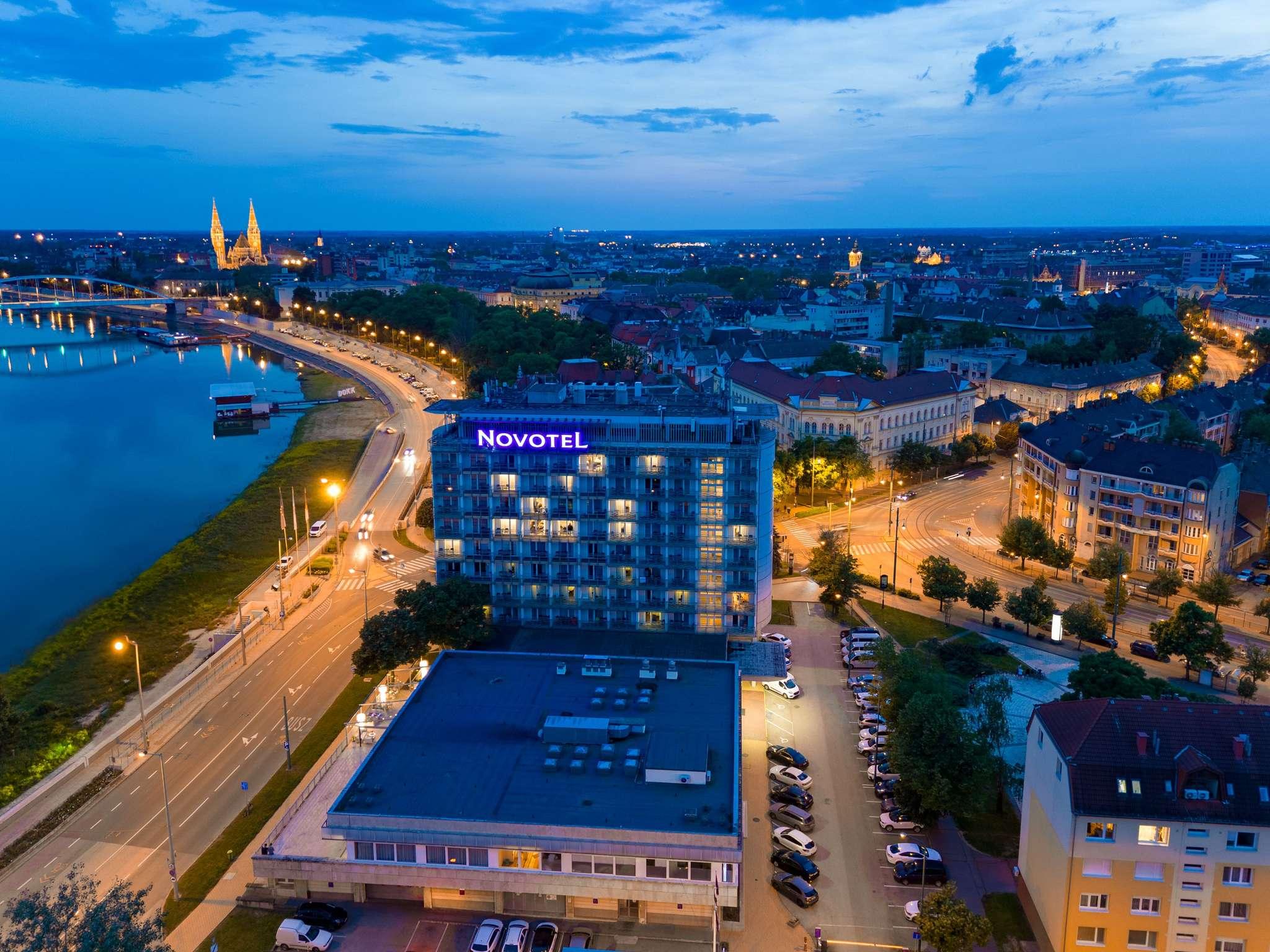 호텔 – Novotel Szeged