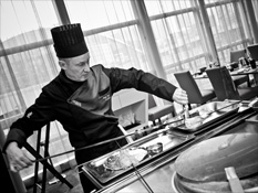 Enjoy live show cooking at the Quinte&Sens restaurant