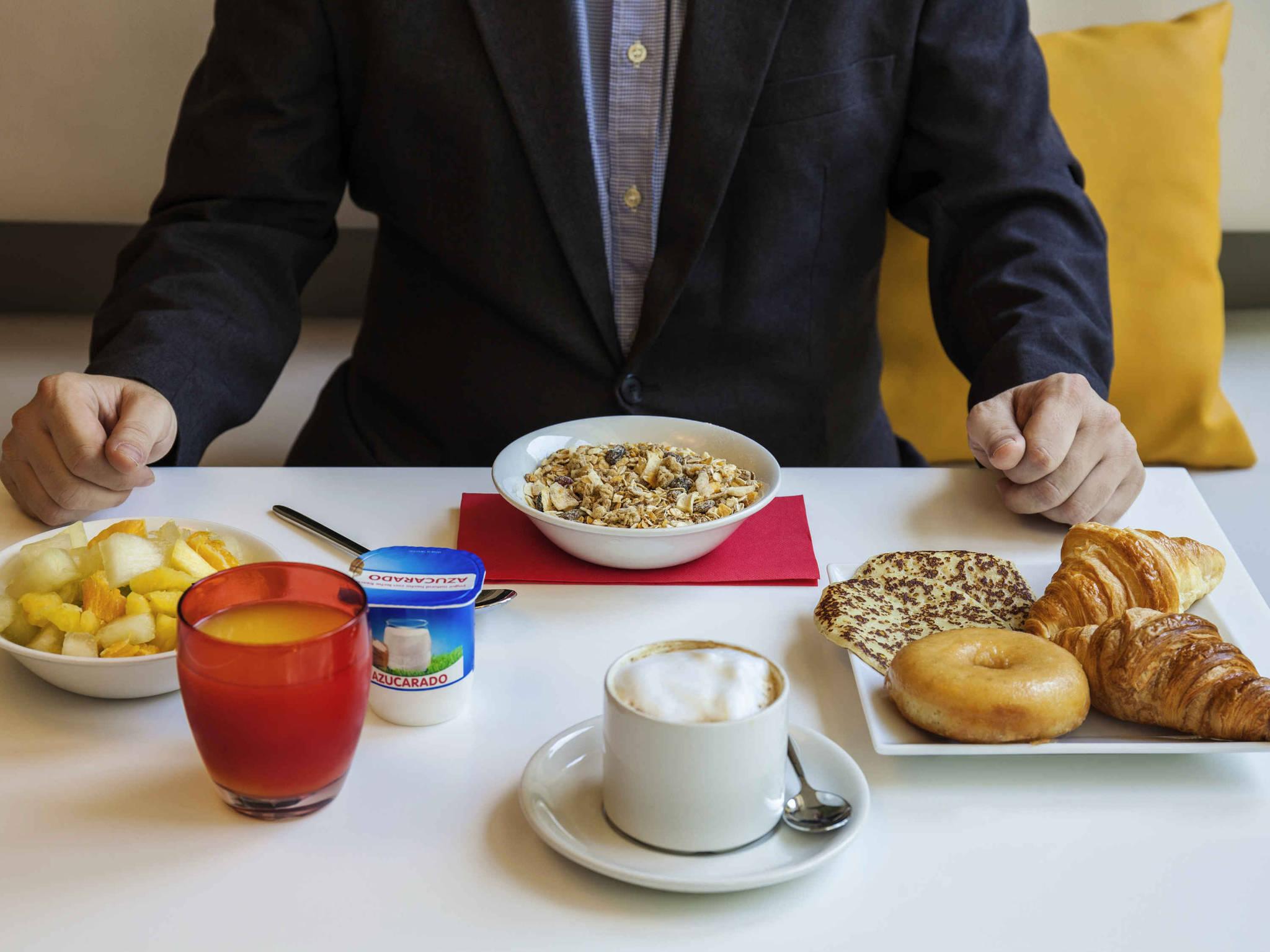 Reserve your economic ibis hotel in CORNELL near Barcelona