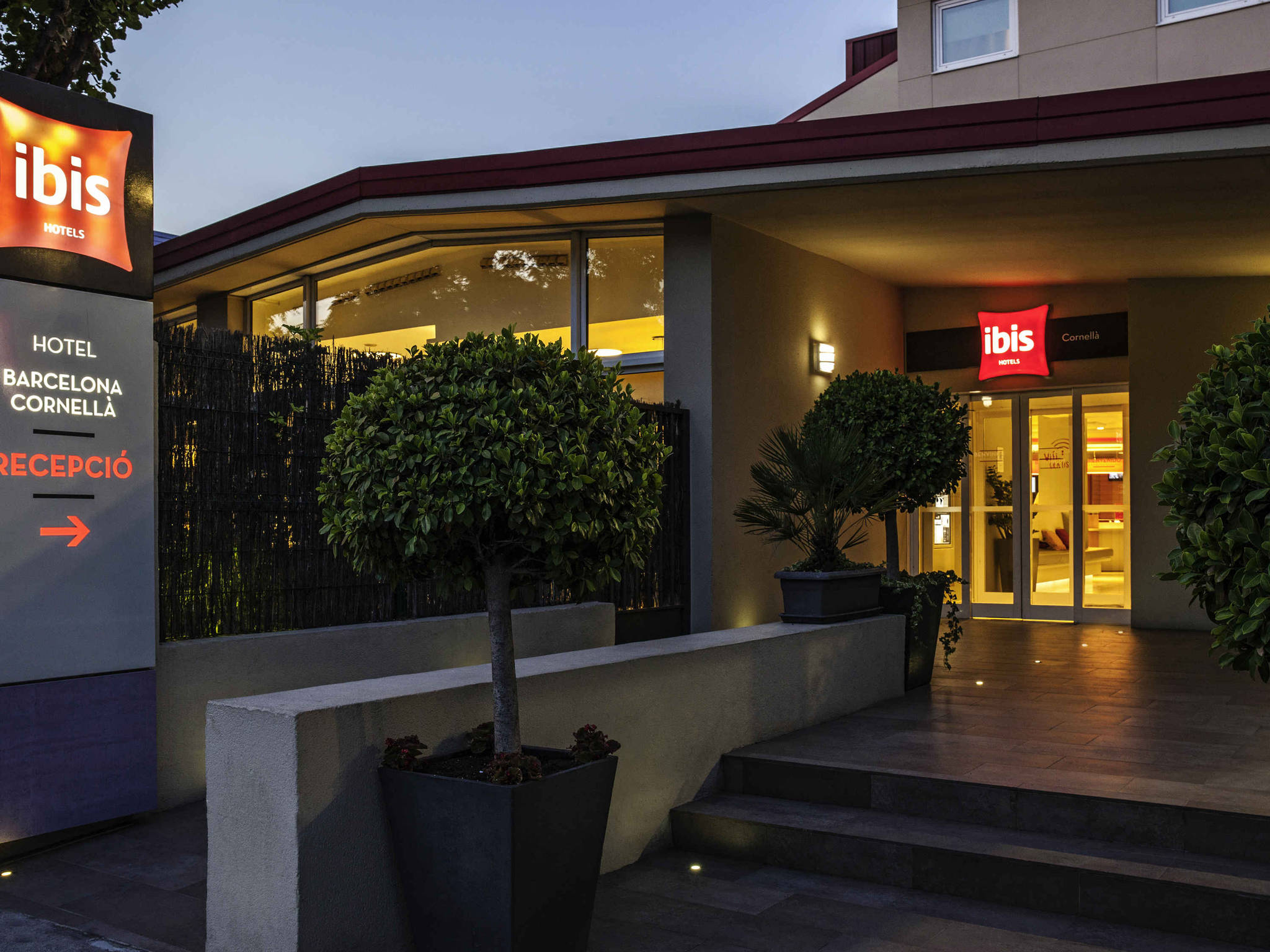 Отель — ibis Барселона Корнелия