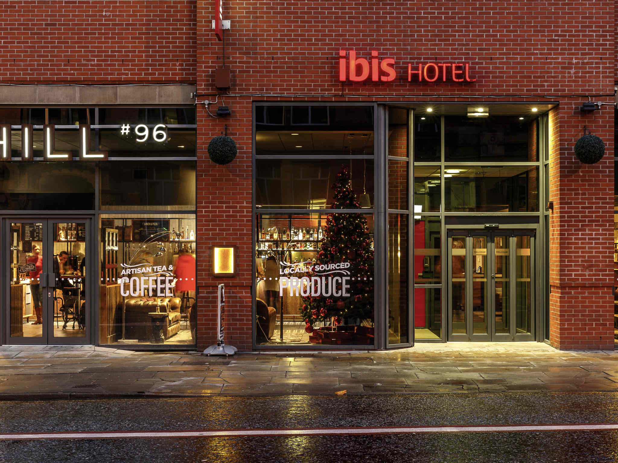 ibis manchester portland st modern hotel in manchester. Black Bedroom Furniture Sets. Home Design Ideas