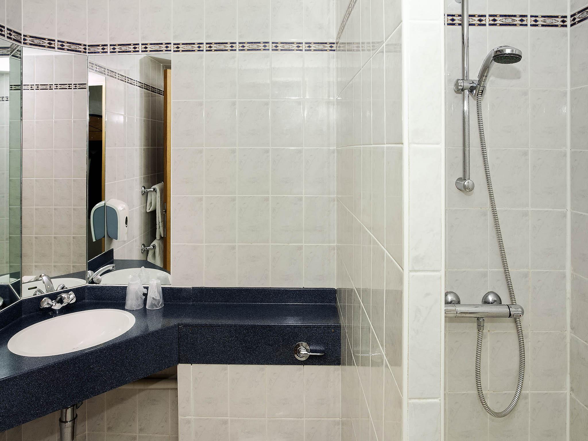 Ibis Cardiff Gate | Comfortable & Modern Hotel in Cardiff