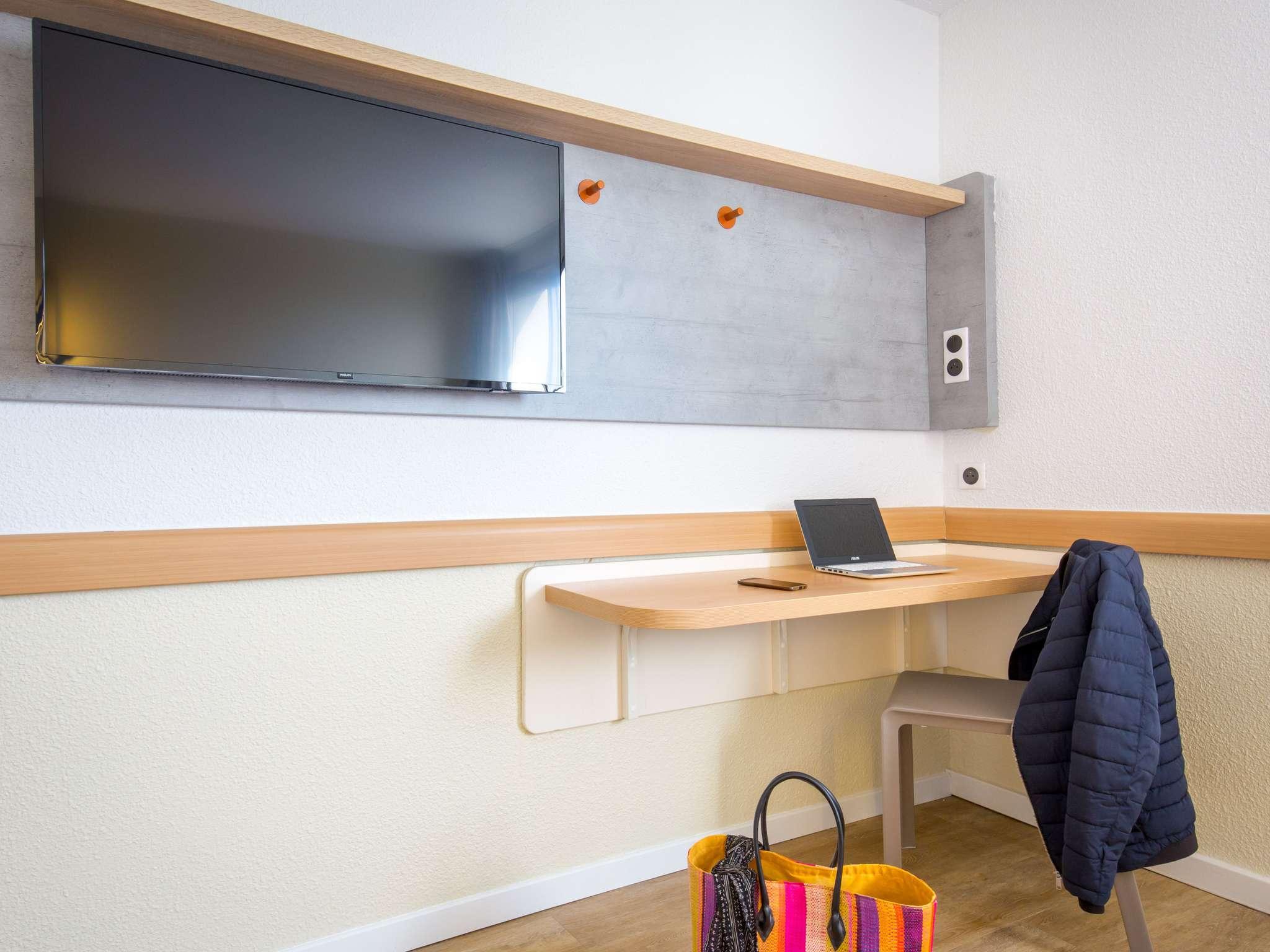 hotel in frejus ibis budget fr233jus saint raphael centre