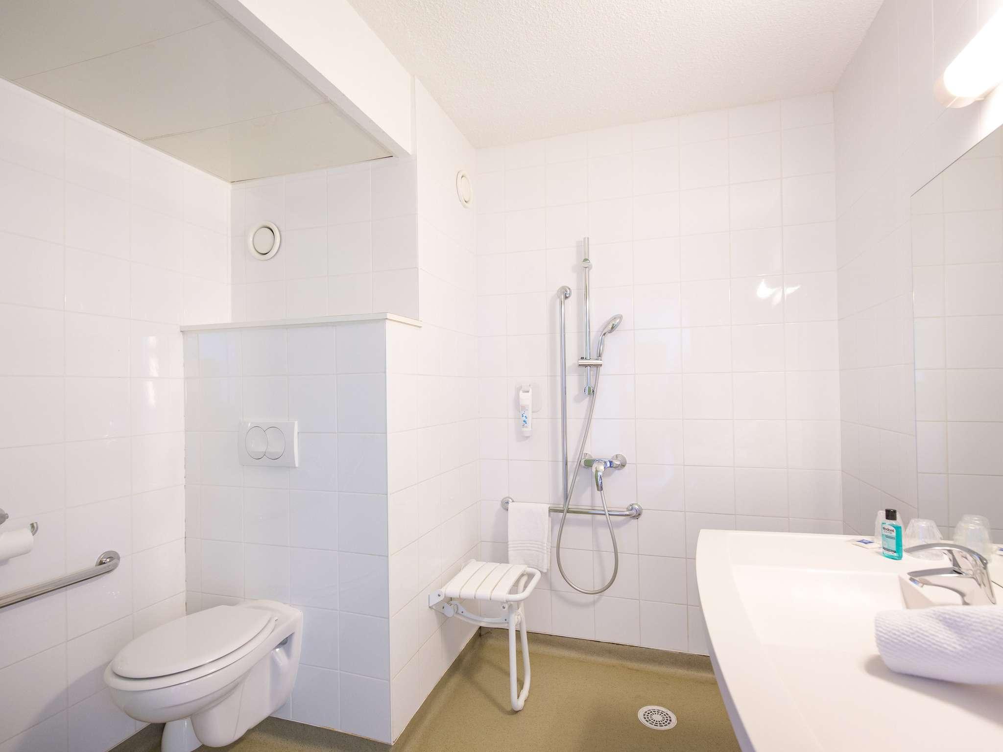 St Raphael France Map.Hotel In Frejus Ibis Budget Frejus Saint Raphael Centre Et Plage