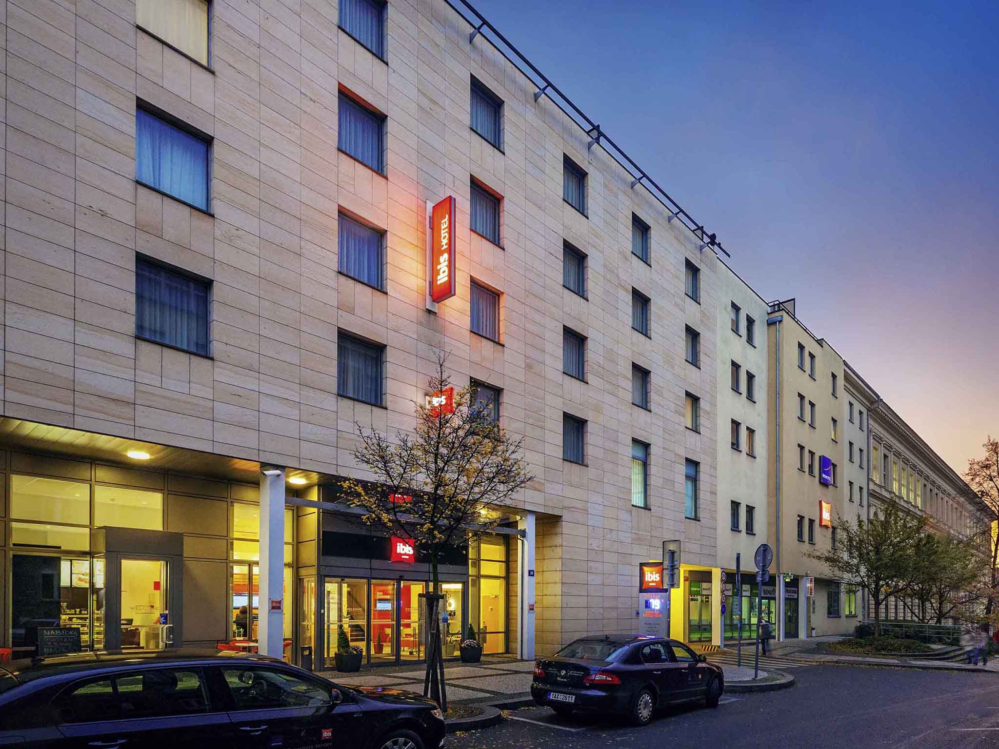 Hotel in prague ibis praha wenceslas square for Hotels in prague centre