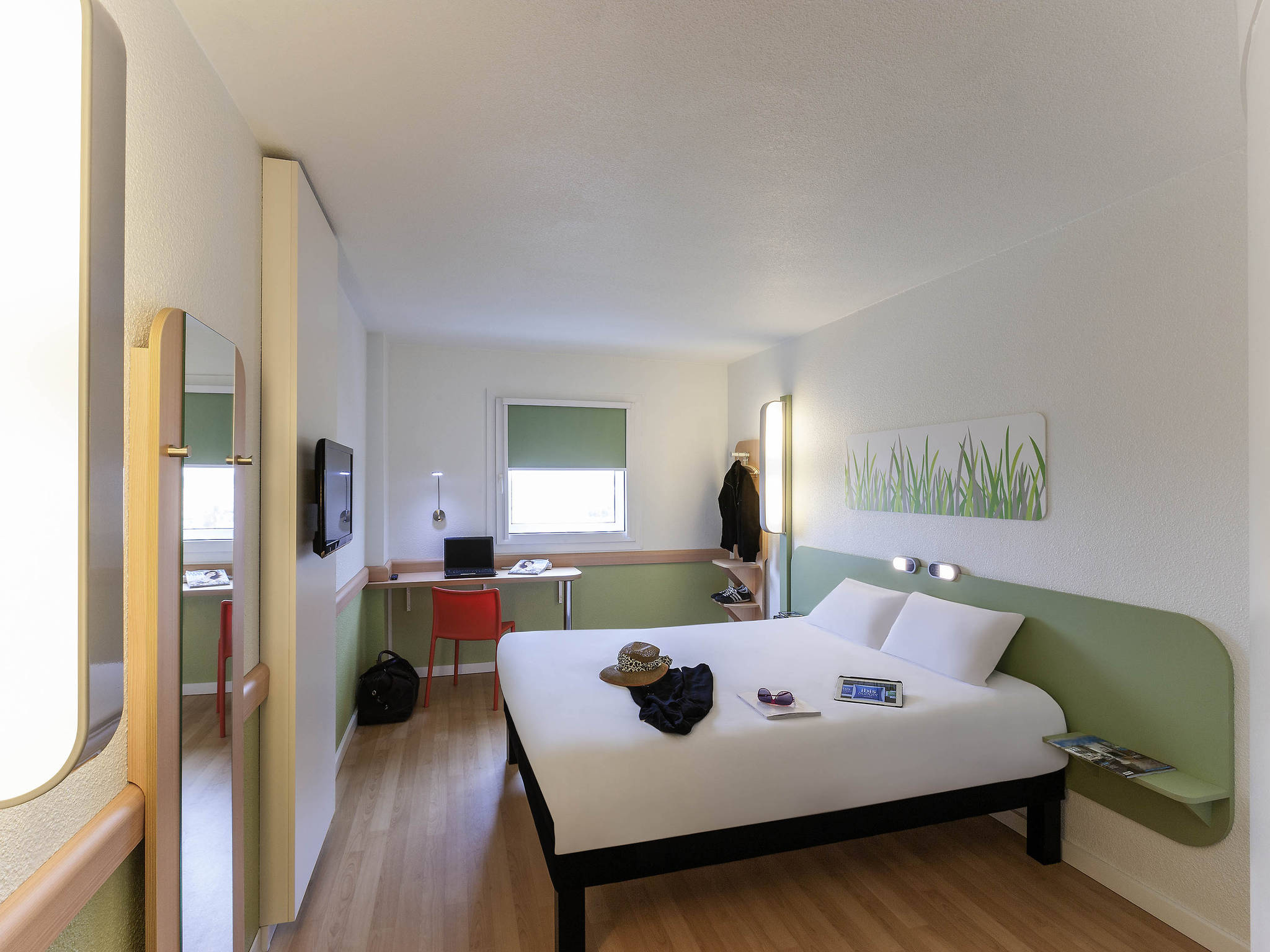 Hotel at VALENCIA AIRPORT   Book with ibis budget in Manises