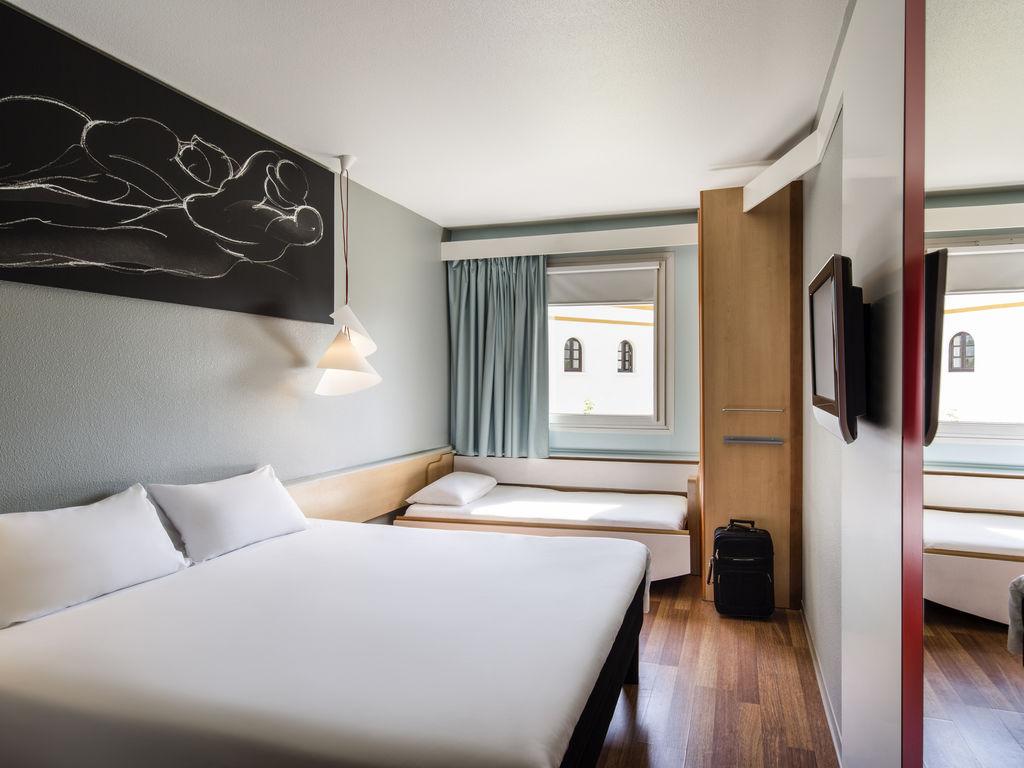 Ibis sevilla hoteles en sevilla accorhotelssta y for Hoteles en sevilla con habitaciones cuadruples