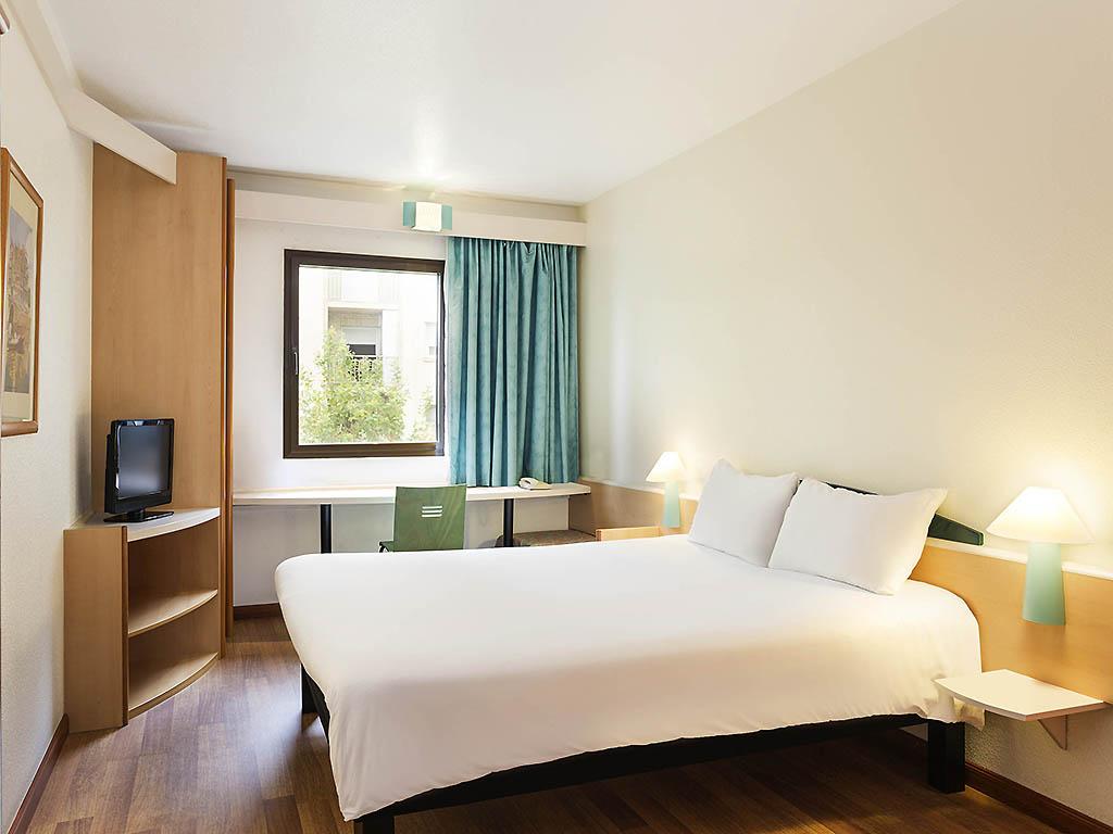 Hotel en castelldefels reserva en un ibis cerca de barcelona for Hoteles barcelona habitaciones cuadruples