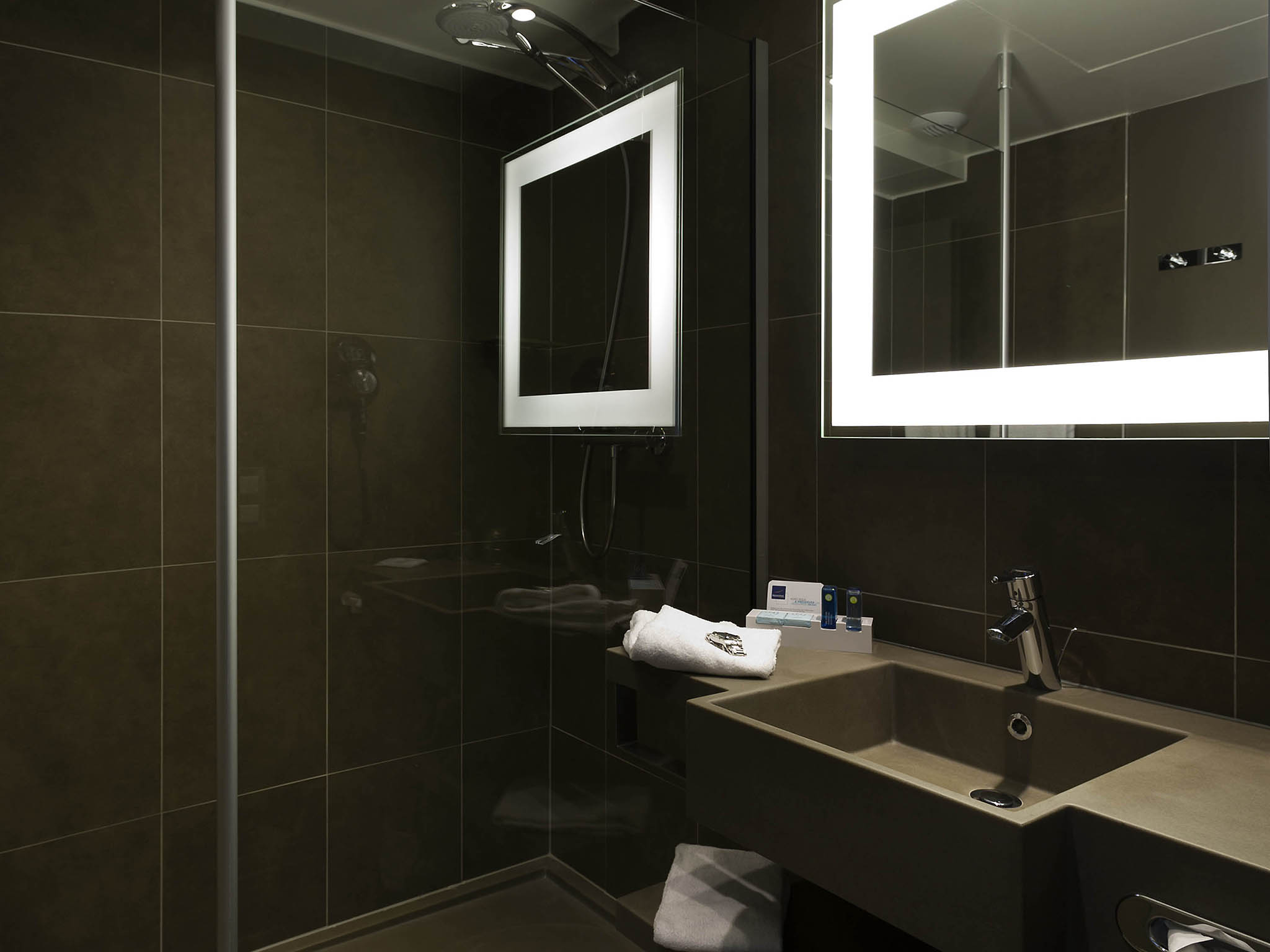 Inspiration 25 bathroom lights leeds decorating for Bathroom design leeds