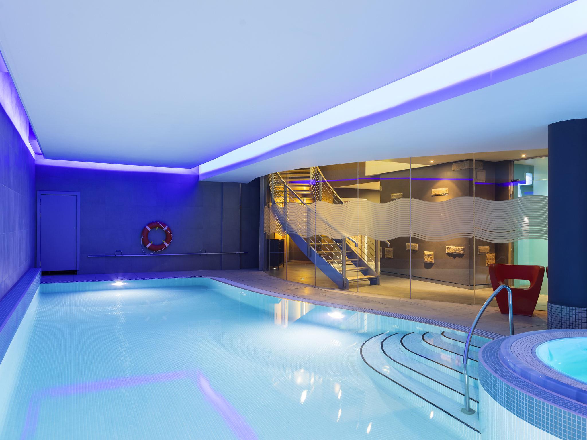 호텔 – Novotel Edinburgh Centre