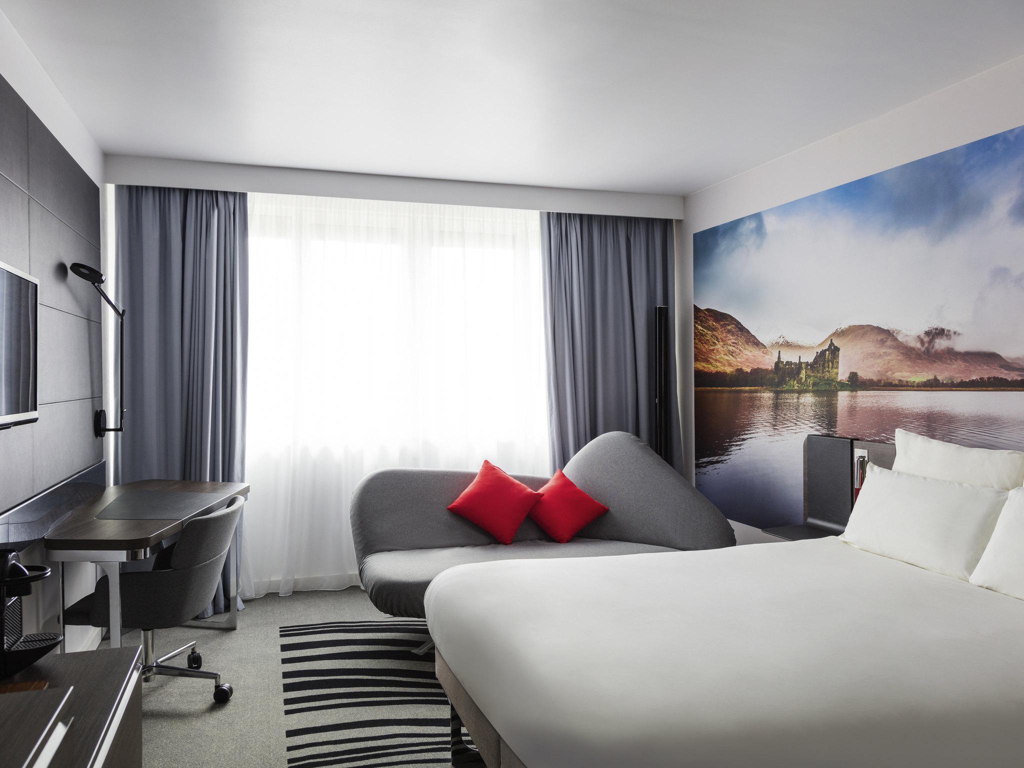 novotel edinburgh centre relaxing hotel in edinburgh. Black Bedroom Furniture Sets. Home Design Ideas