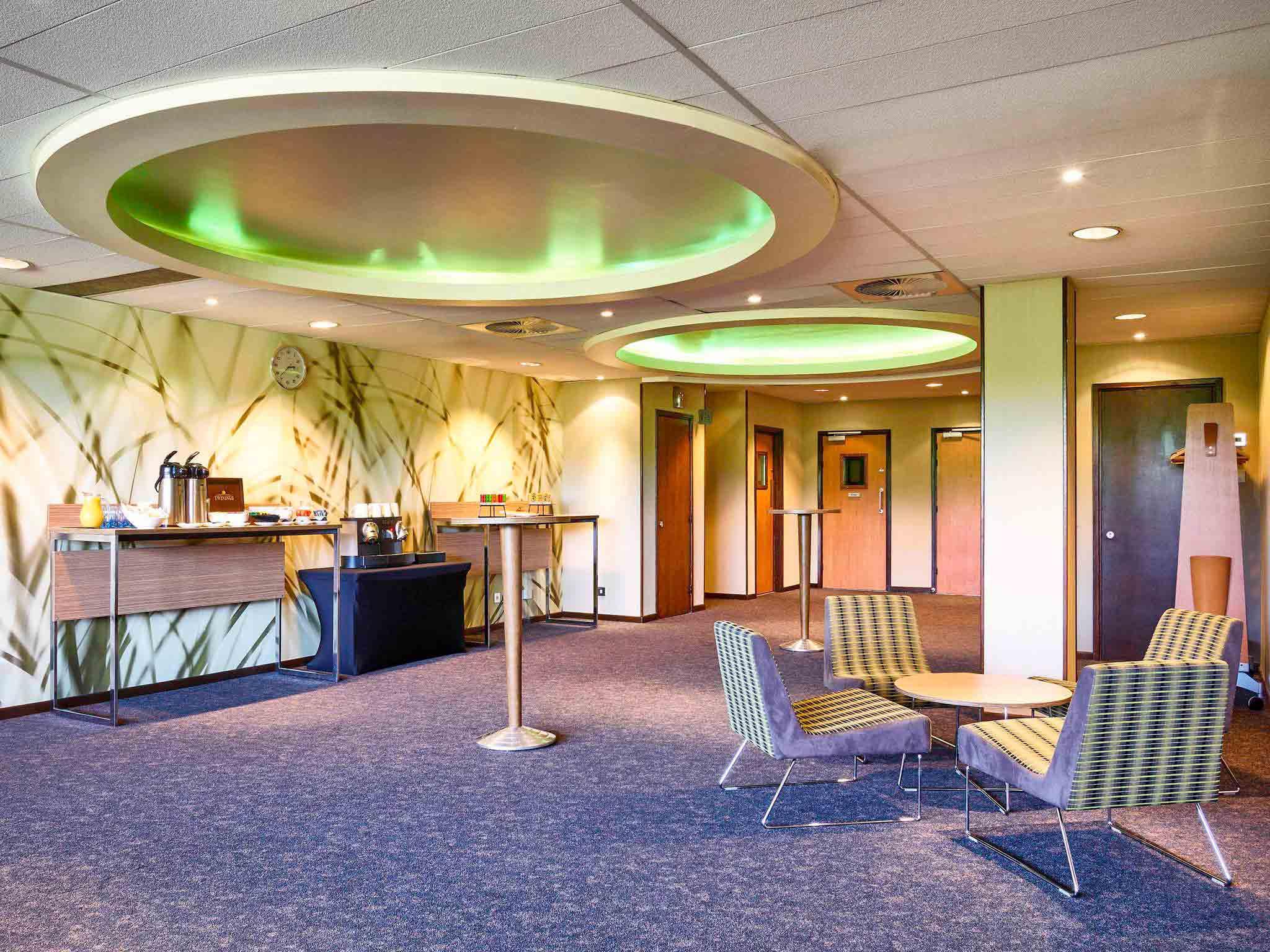 Novotel Milton Keynes Spacoius Hotel In Milton Keynes
