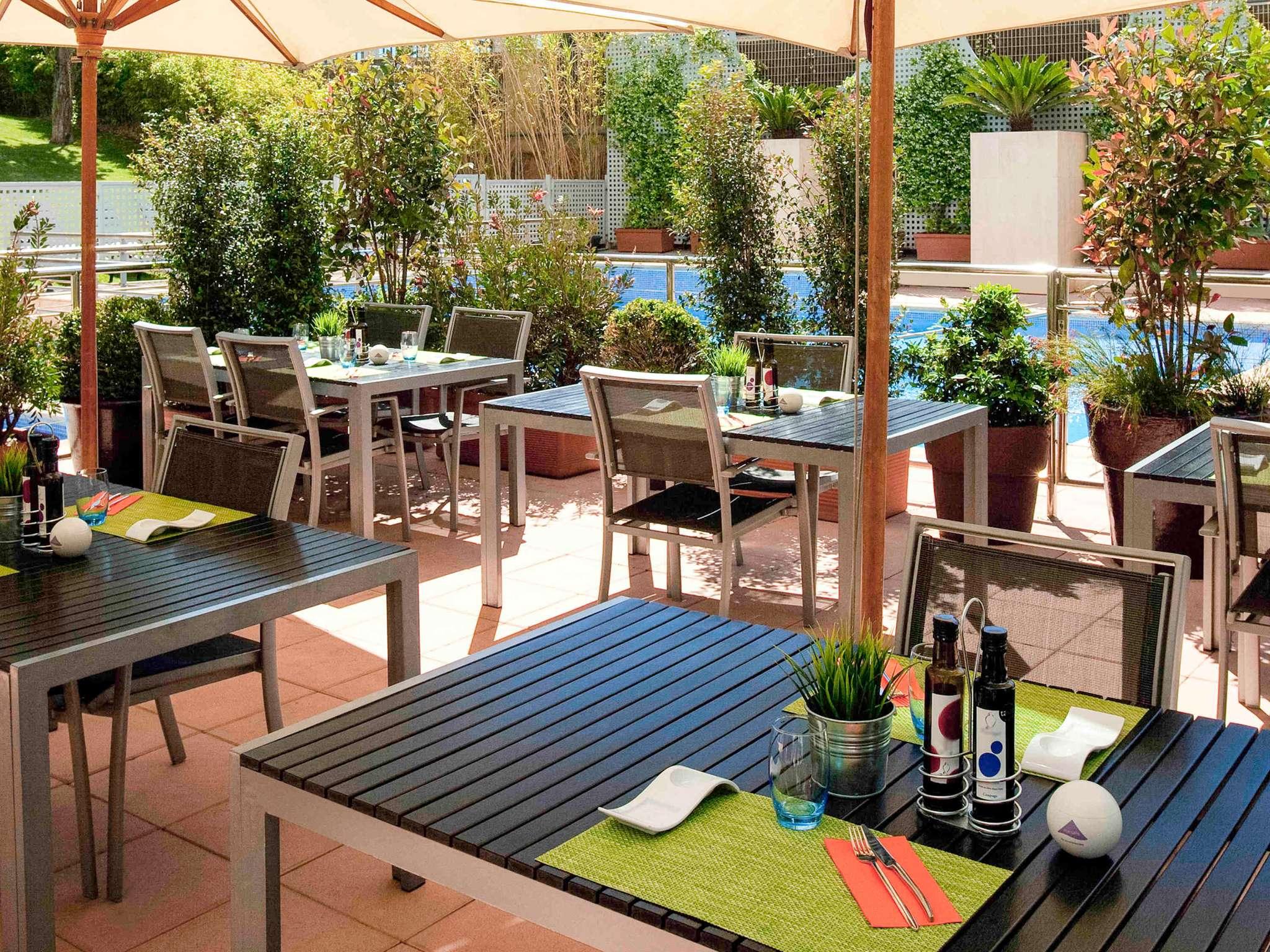 hotel in san joan despi book your novotel near barcelona. Black Bedroom Furniture Sets. Home Design Ideas