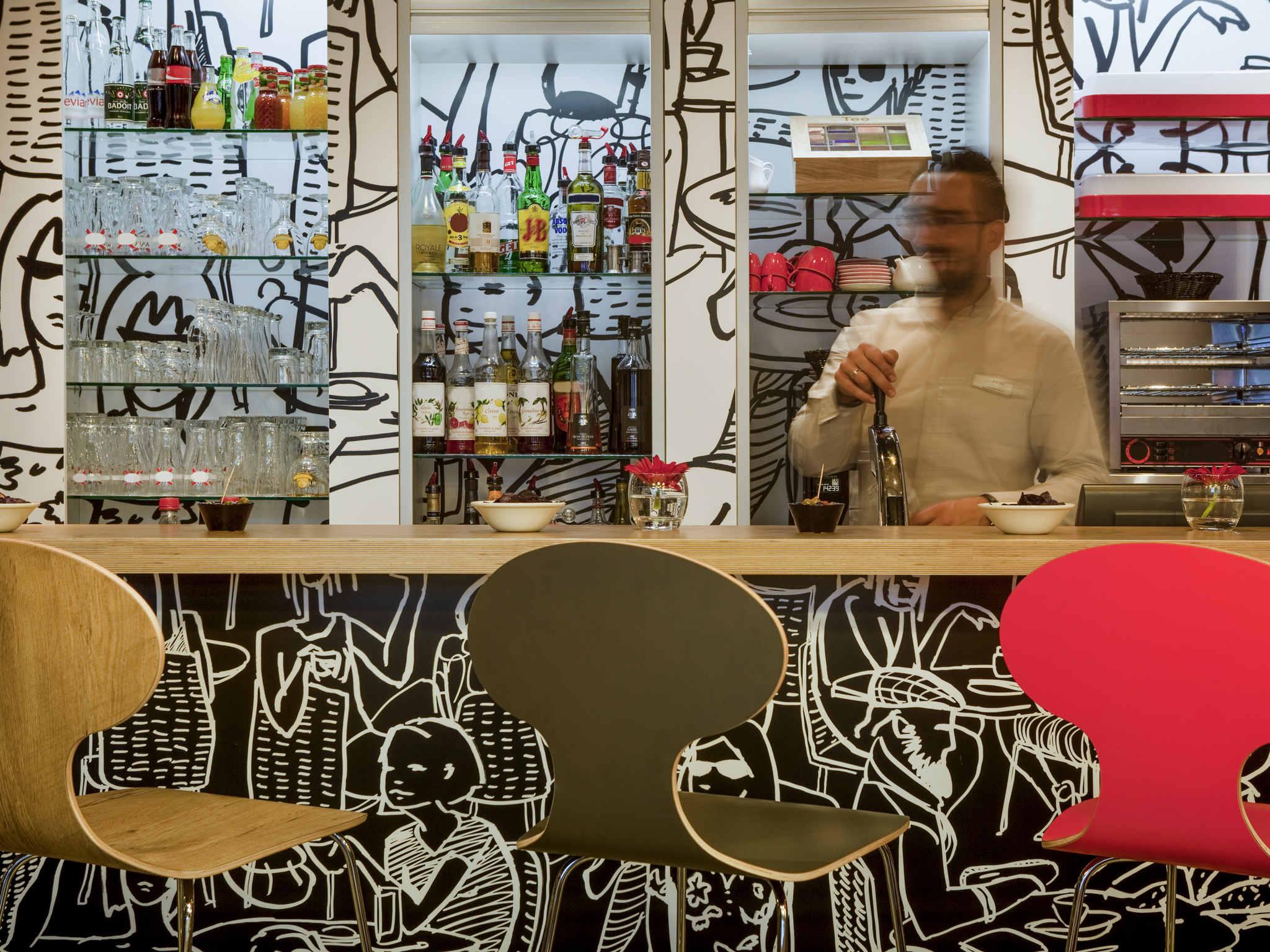 Hotell i clichy ibis paris porte de clichy centre - Porte de clichy restaurant ...