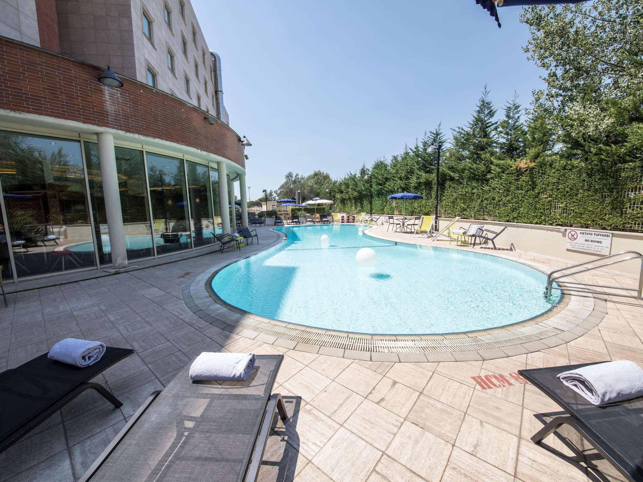 Отель — Novotel Рим Эст