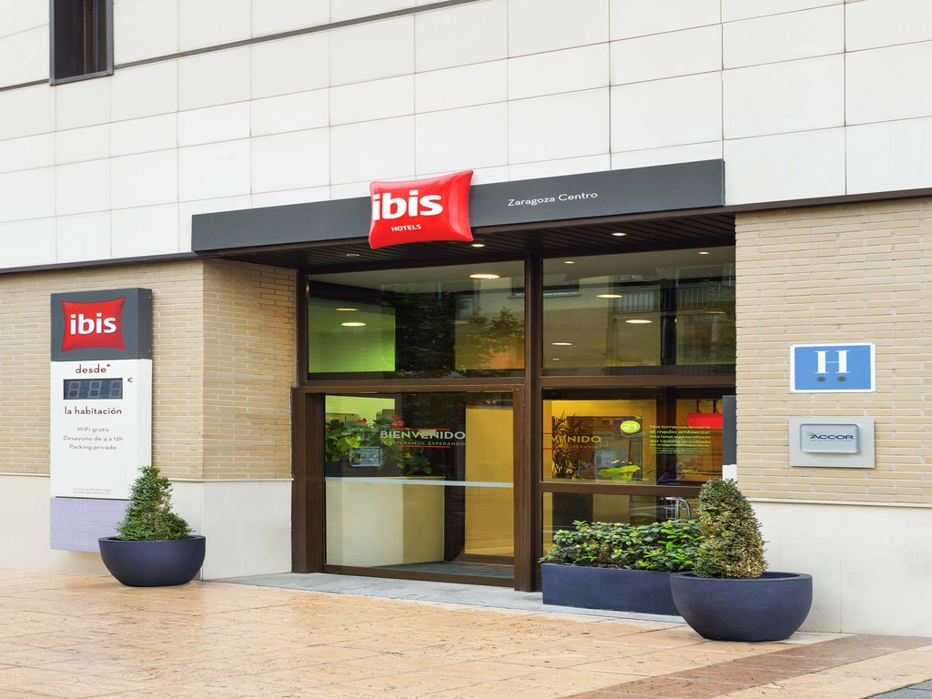 Economic hotel in ZARAGOZA Book your ibis in Central Zaragoza