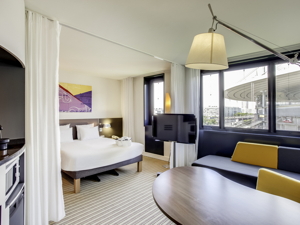 how to get to novotel charles de gaulle