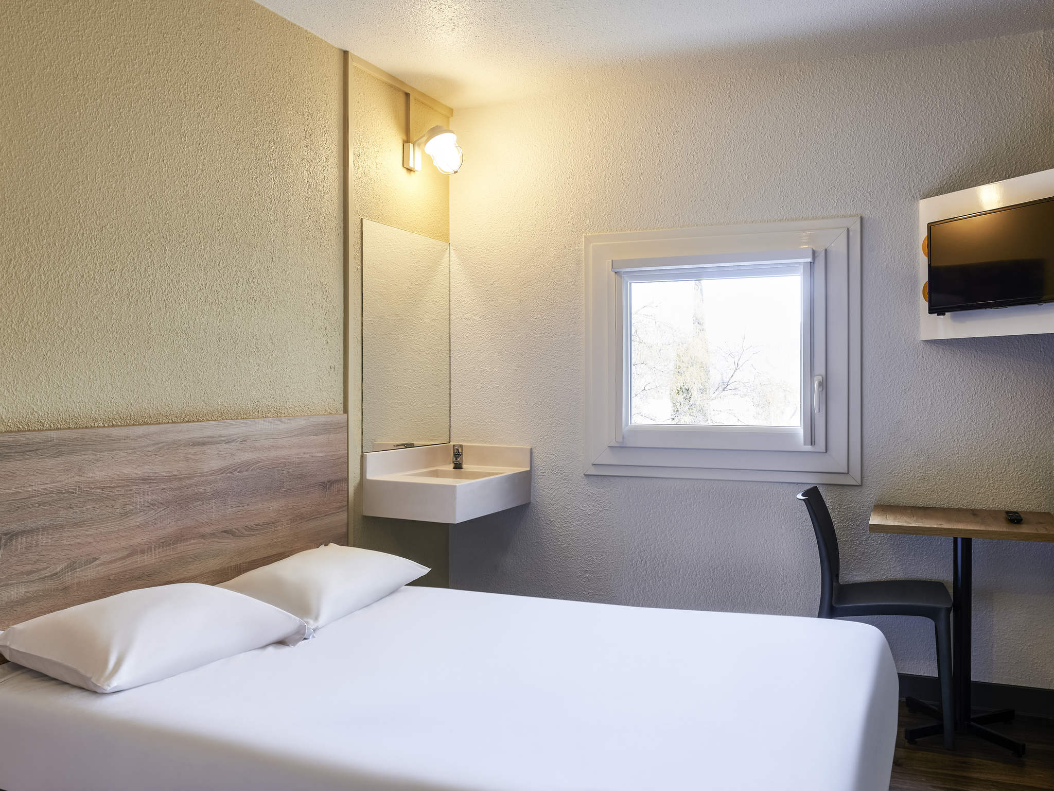 Hotel in bagnolet hotelf1 paris porte de montreuil for Reservation hotel formule 1 paris
