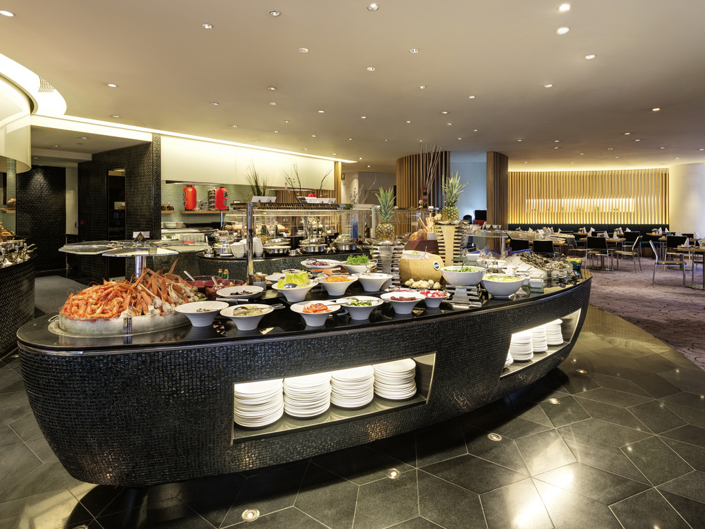 le caf hong kong restaurants by accorhotels. Black Bedroom Furniture Sets. Home Design Ideas