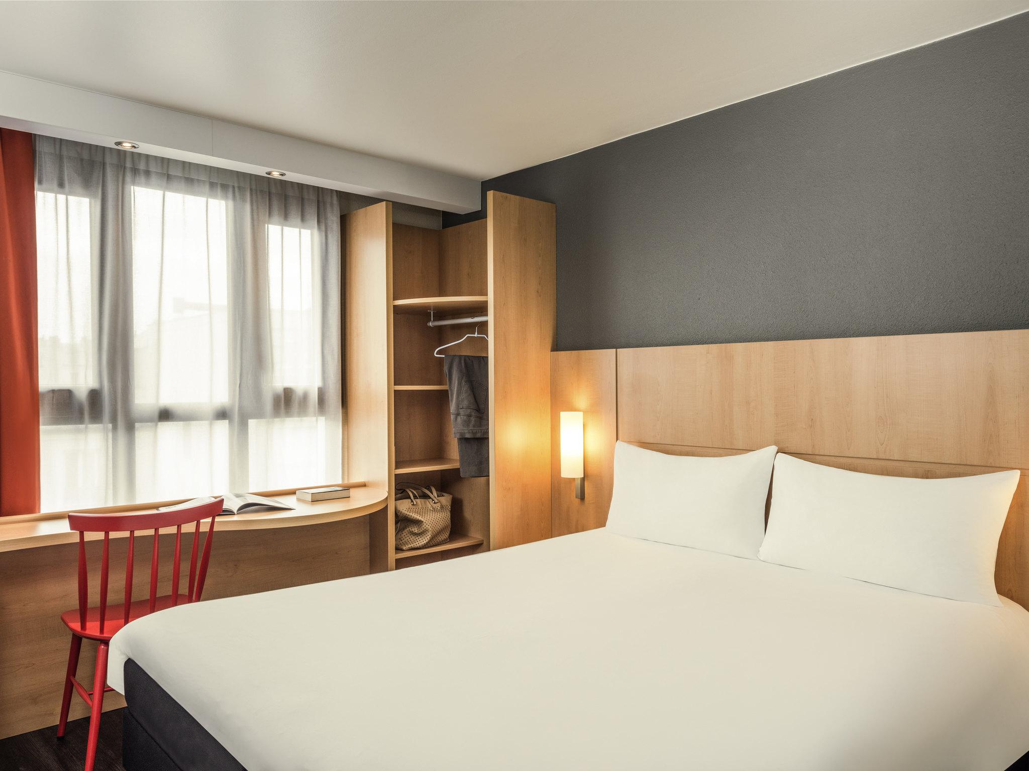 Hotel in paris ibis paris bastille faubourg saint for Bastille hotel