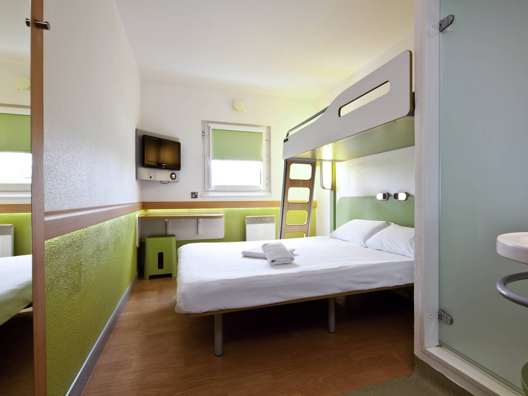 Hotel en londres ibis budget londres city aeropuerto for Chambre airport