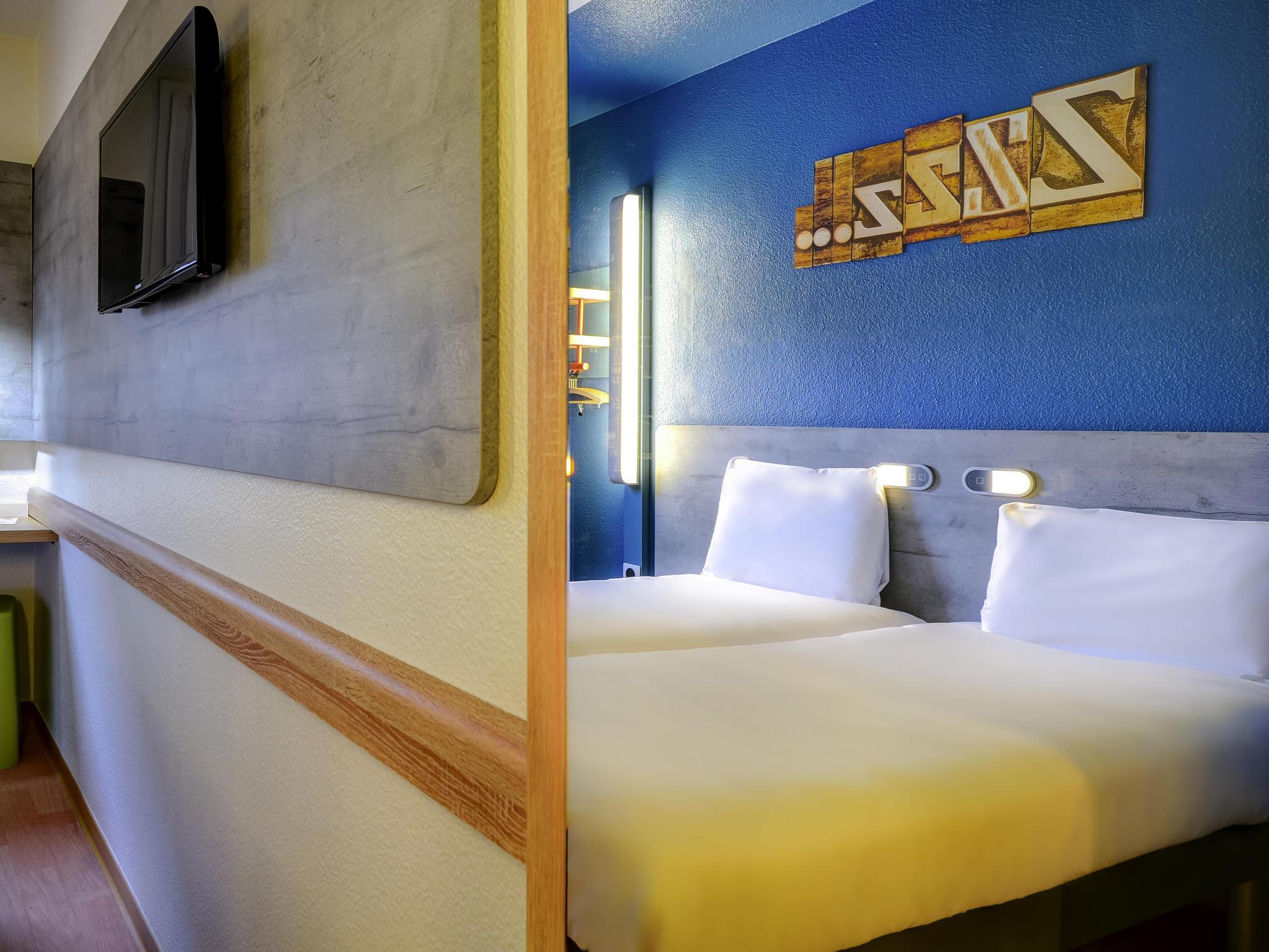 hotel in rueil malmaison ibis budget rueil malmaison. Black Bedroom Furniture Sets. Home Design Ideas