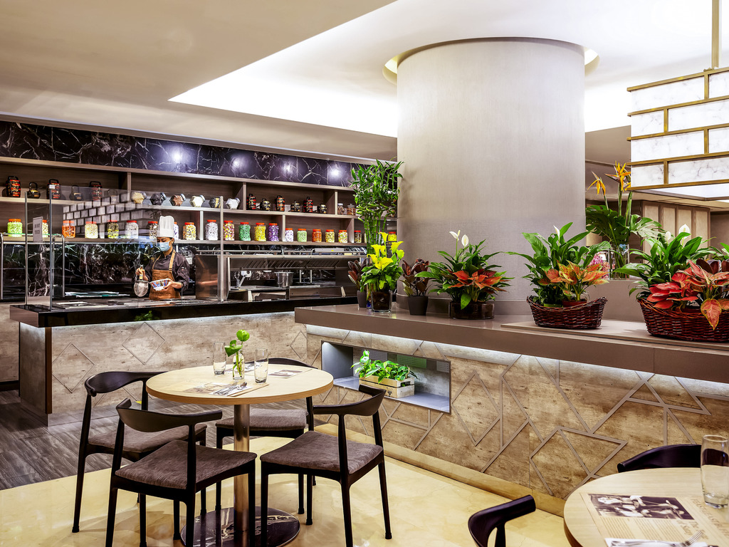 Feast East Buffet Restaurant Singapore Restaurants By Accorhotels