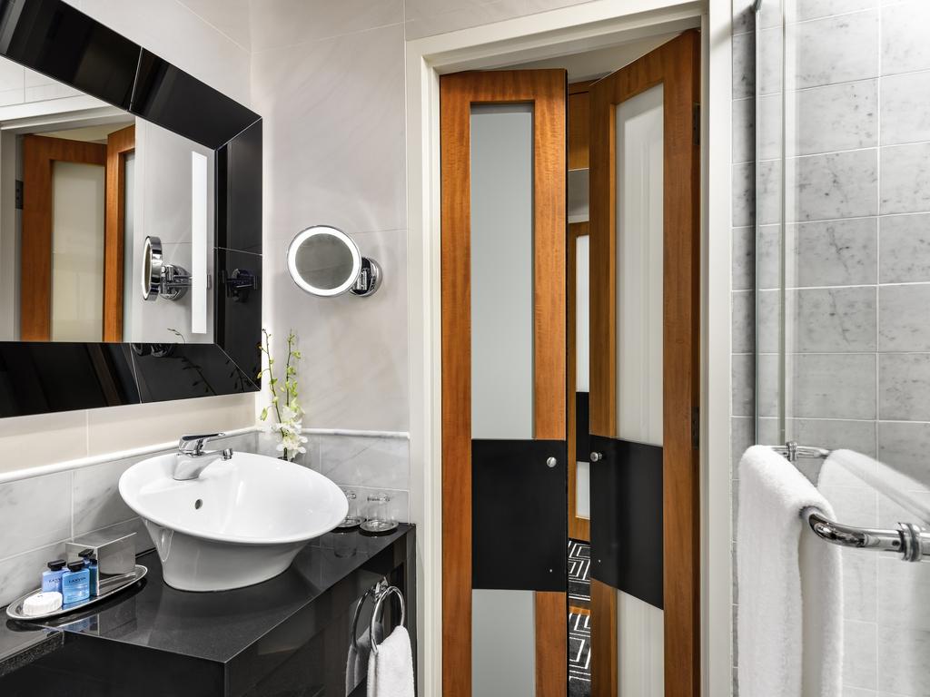 Luxury hotel montreal sofitel montr al golden mile for Fenetre montreal
