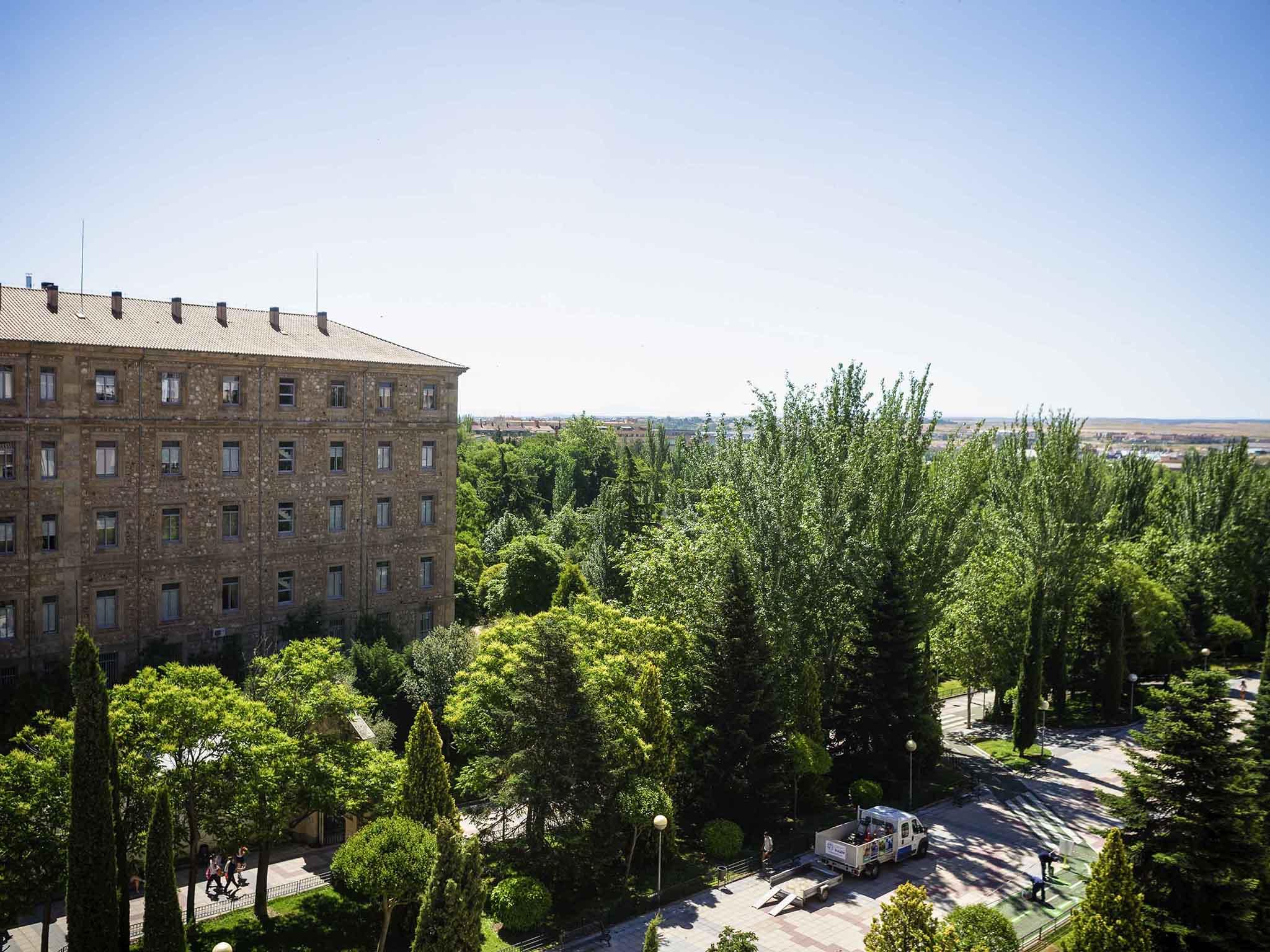 โรงแรม – ibis Salamanca