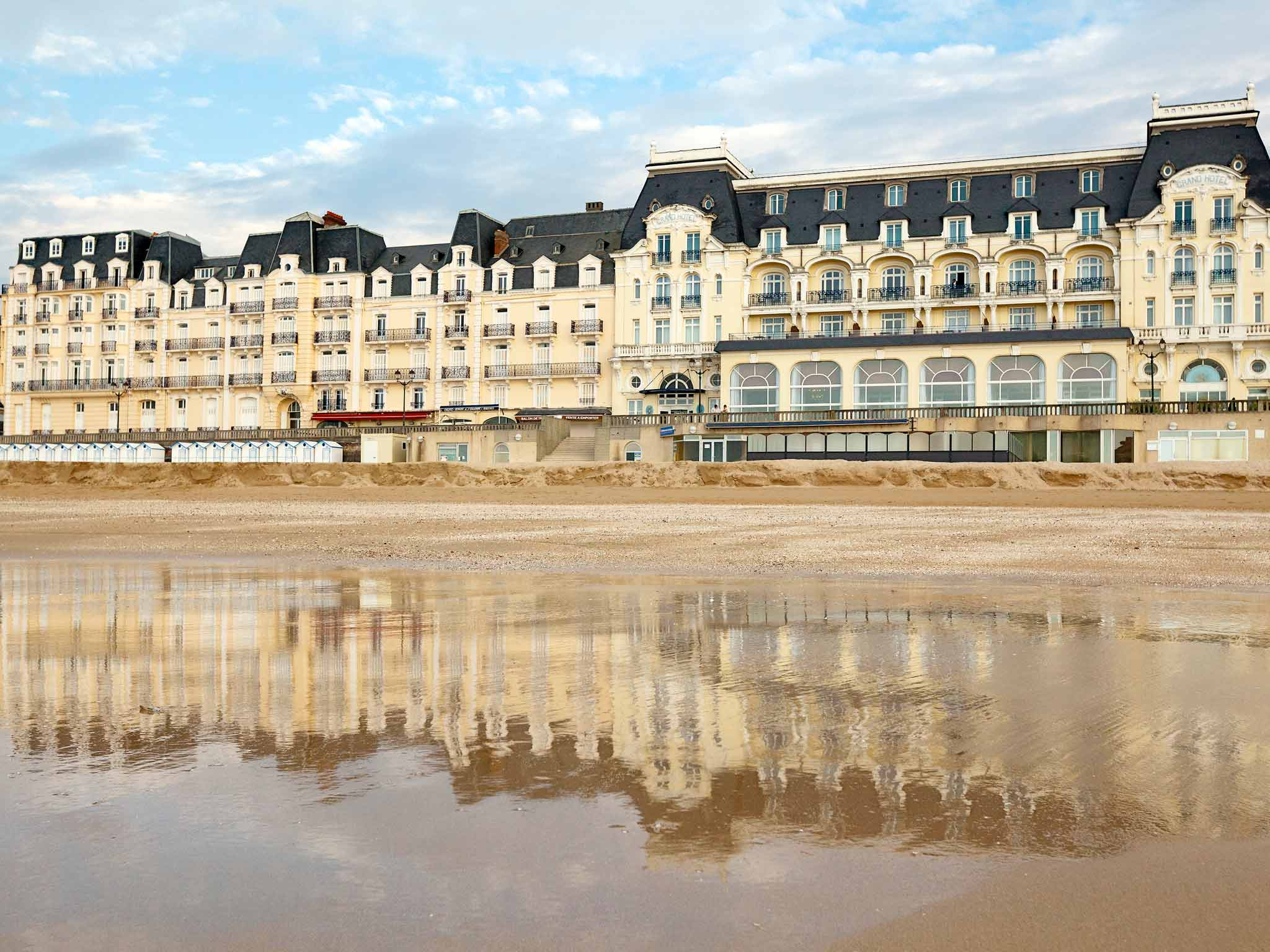 Hotel in dives sur mer ibis budget cabourg dives sur mer for Piscine cabourg