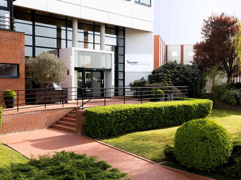 Отель — Académie AccorHotels Résidence & Campus
