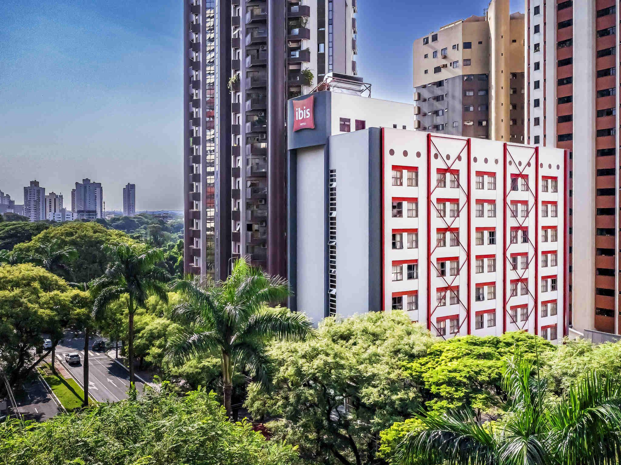 Отель — ibis Maringa