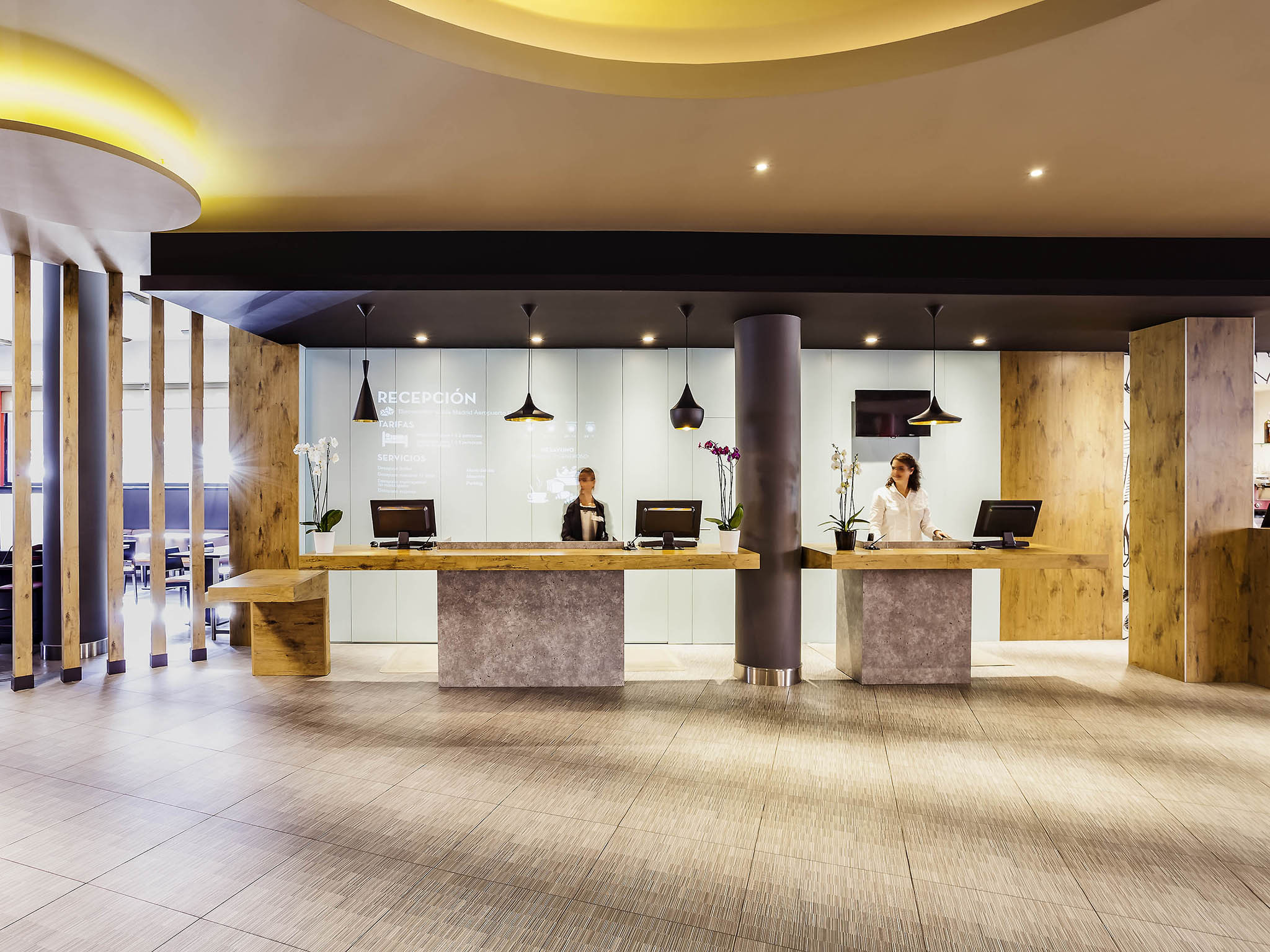 Hotel in madrid book at the ibis at madrid barajas airport for Booking madrid hotel