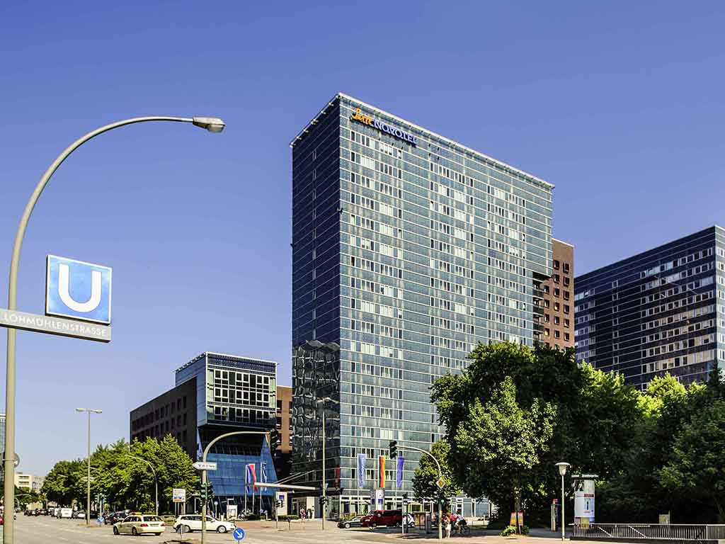 Hotel hamburg novotel suites hamburg city for Stylische hotels hamburg