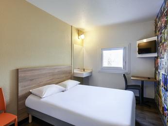hotel in parijs reserveer uw kamer bij hotelf1 parijs porte de ch tillon. Black Bedroom Furniture Sets. Home Design Ideas