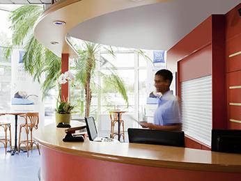 Hotel em bagnolet hotelf1 paris porte de montreuil - Formule 1 porte de montreuil ...