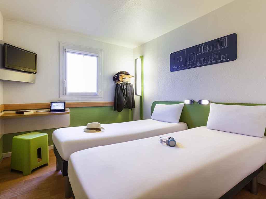 Hotel en pontault combault ibis budget marne la vall e for Chambre de la famille